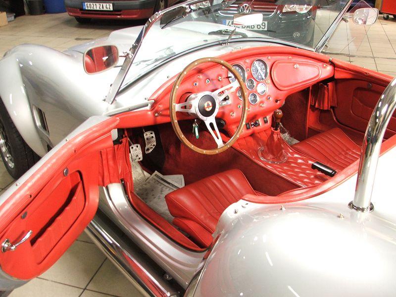 Remise en tat complet de l 39 int rieur cuir sur une cobra for Interieur de voiture en cuir