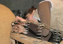 garnissage et remontage de la couverture cuir d 39 un fauteuil club sofolk. Black Bedroom Furniture Sets. Home Design Ideas